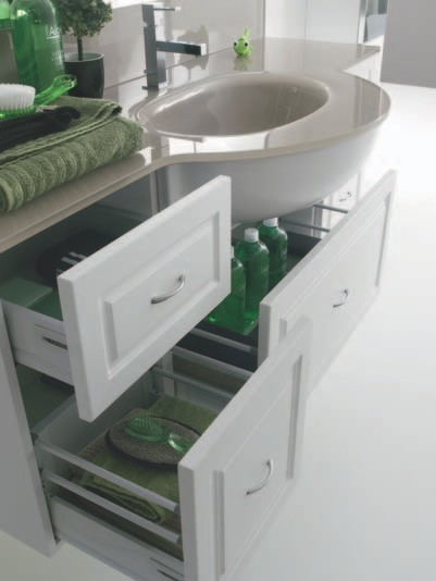 bagno classico con anta laccata, Disegni interni