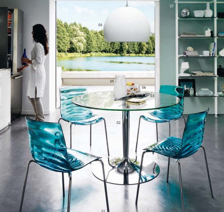Sedie moderne e tavolo rotondo arredamento moderno tregima for Tavolo con sedie soggiorno