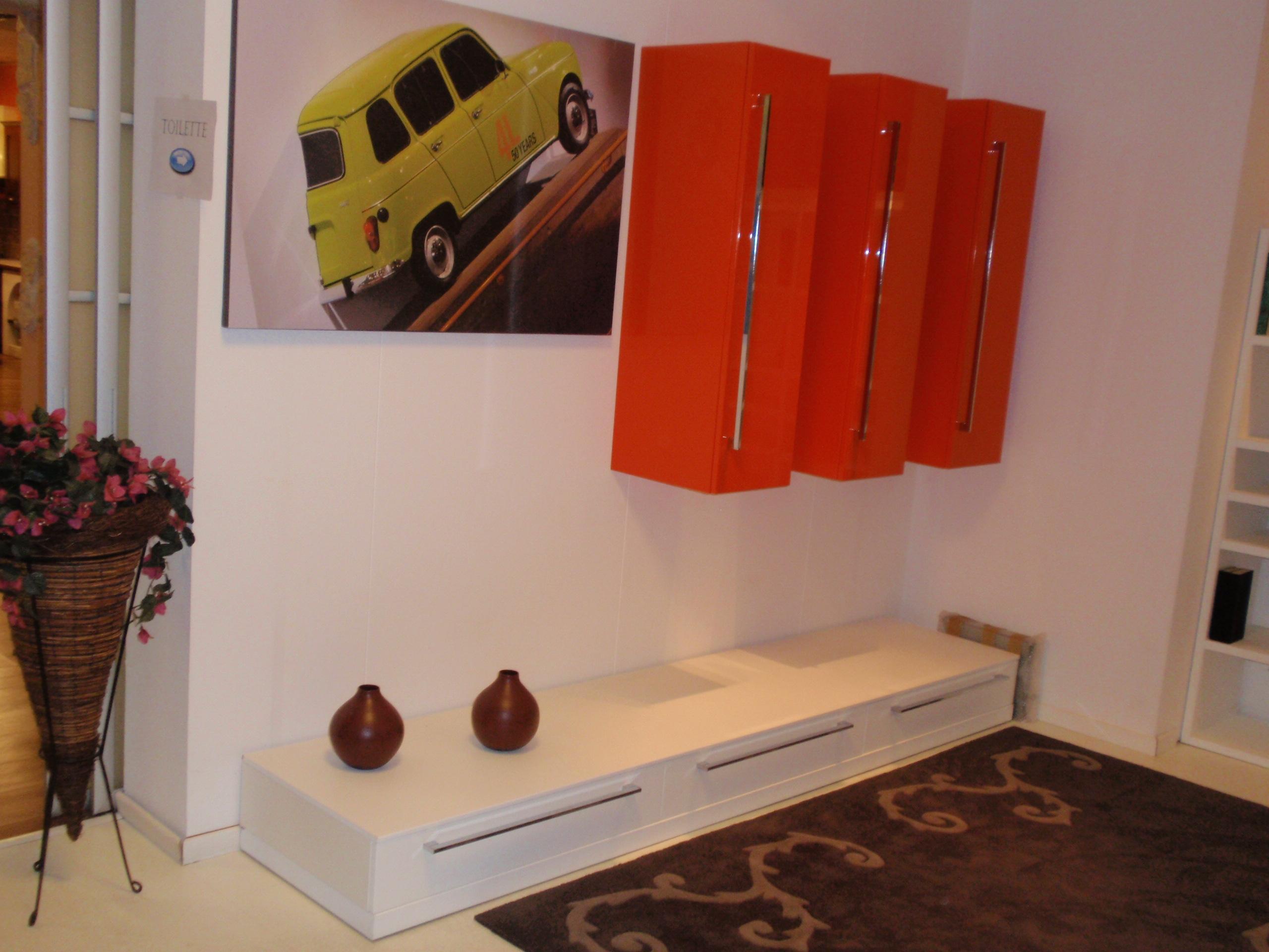 Soggiorno base laccato bianco e laccato arancione - Mobili ...